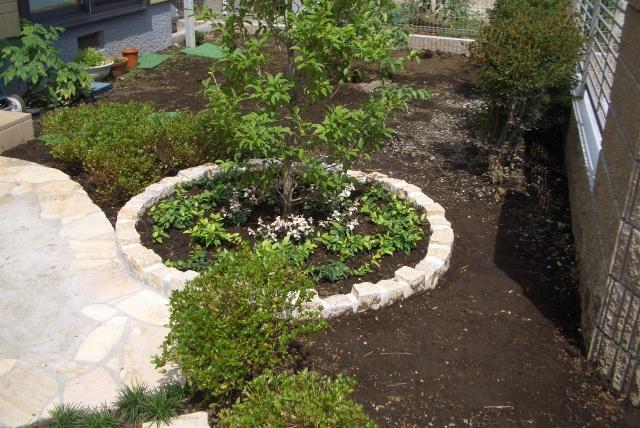 縁石サークル花壇